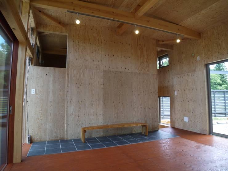 リビング: 渡邉 清/スタイルウェッジ一級建築士事務所が手掛けたリビングです。