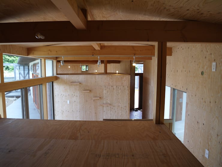 小屋裏収納1: 渡邉 清/スタイルウェッジ一級建築士事務所が手掛けた和室です。