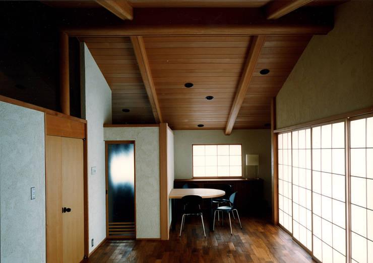 伽留羅-世田谷の事務所併用住宅-: 松井建築研究所が手掛けた和室です。,