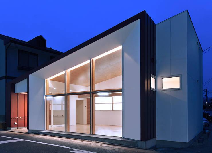 Espaços comerciais  por ISDアーキテクト/一級建築士事務所 , Moderno
