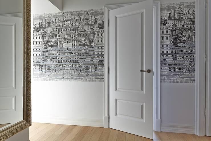 квартира в центре Москвы: Коридор и прихожая в . Автор – арХбабы