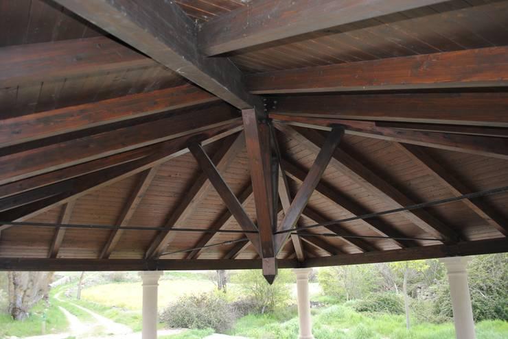Porche de madera en Torresaviñán: Jardines de estilo  de CUTECMA Estructuras de madera
