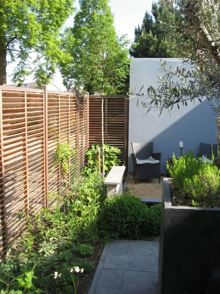 Groene omlijsting:  Tuin door Ontwerpstudio Angela's Tuinen