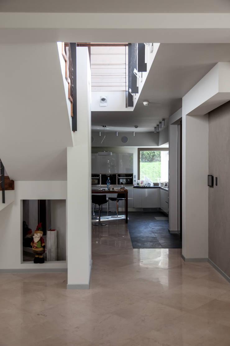 дом в Токсово: Кухни в . Автор – de.studio