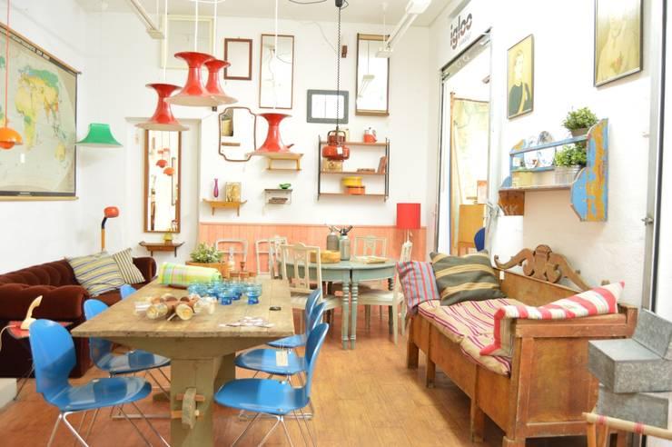Oficinas y locales comerciales de estilo  por Igloo Vintage