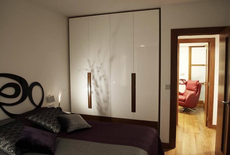 Reforma integral de piso: Dormitorios de estilo moderno de Intra Arquitectos