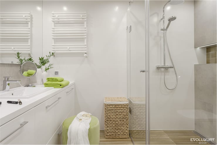 Bathroom by EVOLUXURY DESIGN