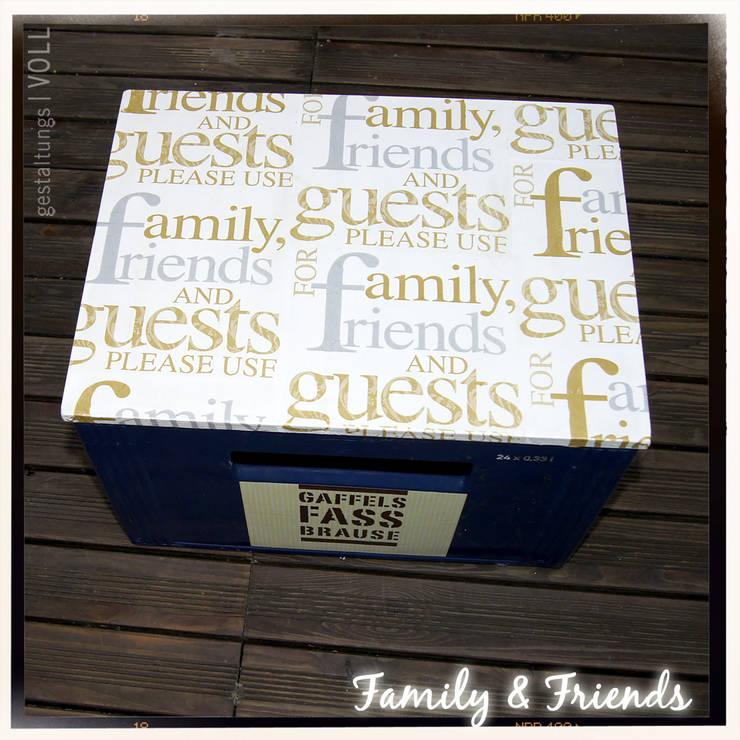 """BESETZT Sitzdeckel """"FAMILY & FRIENDS"""": modern  von gestaltungs   VOLL,Modern"""