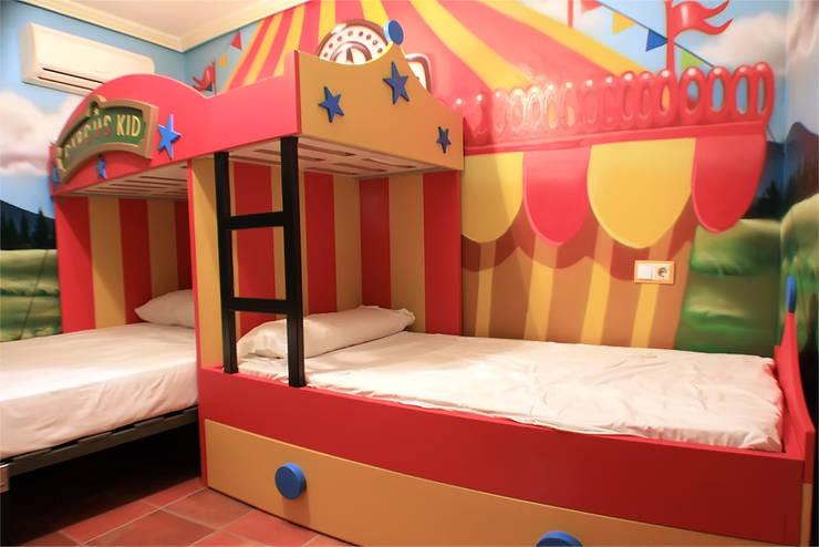 Habitación temática del circo:  de estilo  de Art4kids, Mediterráneo