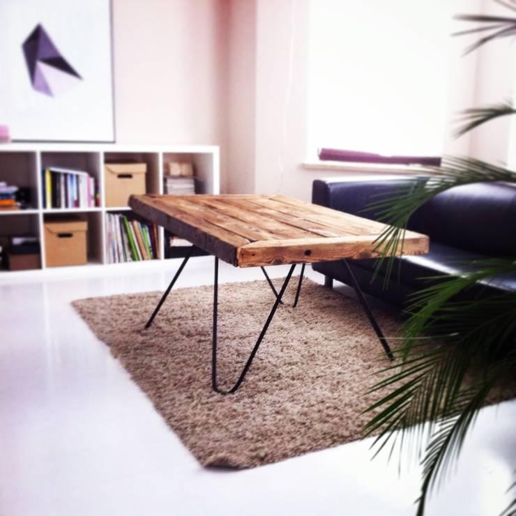 stolik kawowy ze stalowymi nogami: styl , w kategorii Salon zaprojektowany przez Wichaister