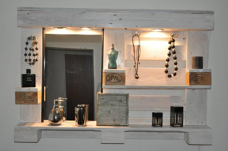 Palettenmöbel - Spiegelschrank - No.-01: moderne Badezimmer von starg