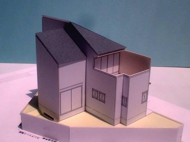 模型(隣地側): OSM建築設計事務所が手掛けた家です。