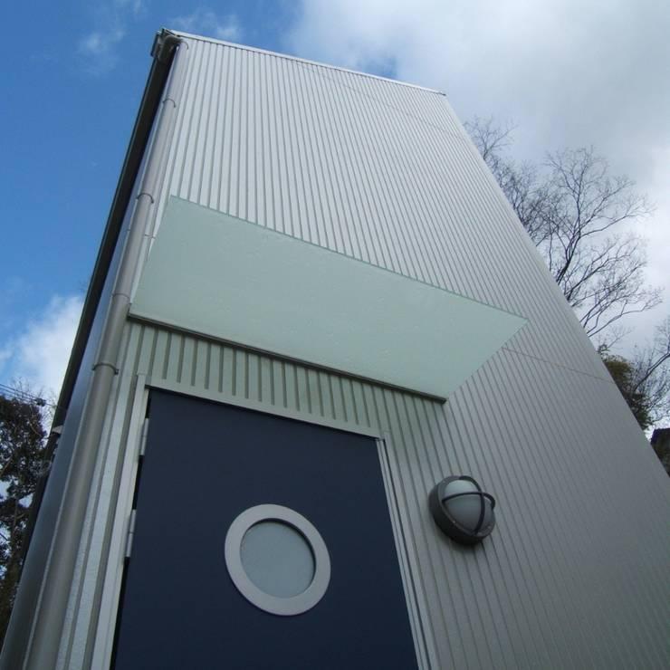 玄関: OSM建築設計事務所が手掛けた家です。