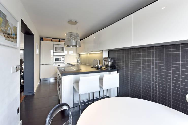 PUTNEY WHARF RESIDENCE: eclectic Kitchen by EVGENY BELYAEV DESIGN