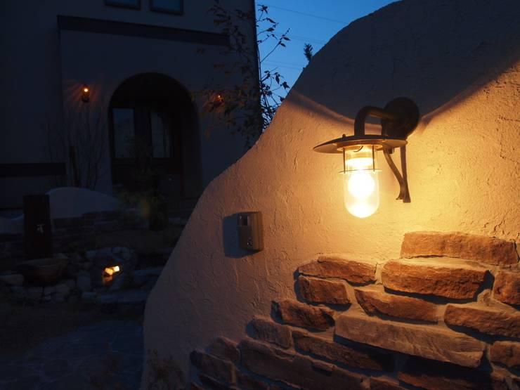洞窟で煌めく灯り: 風我里が手掛けた庭です。