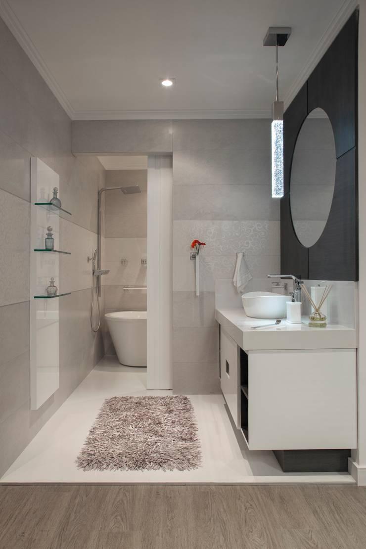 Banheiro do Loft: Banheiros  por  Adriana Fiali e Rose Corsini - FICODesign