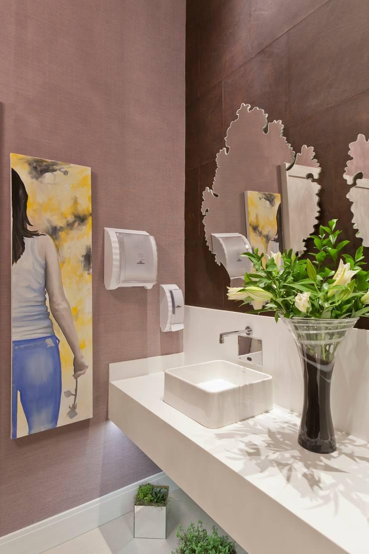 Banheiro Público Casa Cor São Paulo: Espaços comerciais  por  Adriana Fiali e Rose Corsini - FICODesign ,Moderno