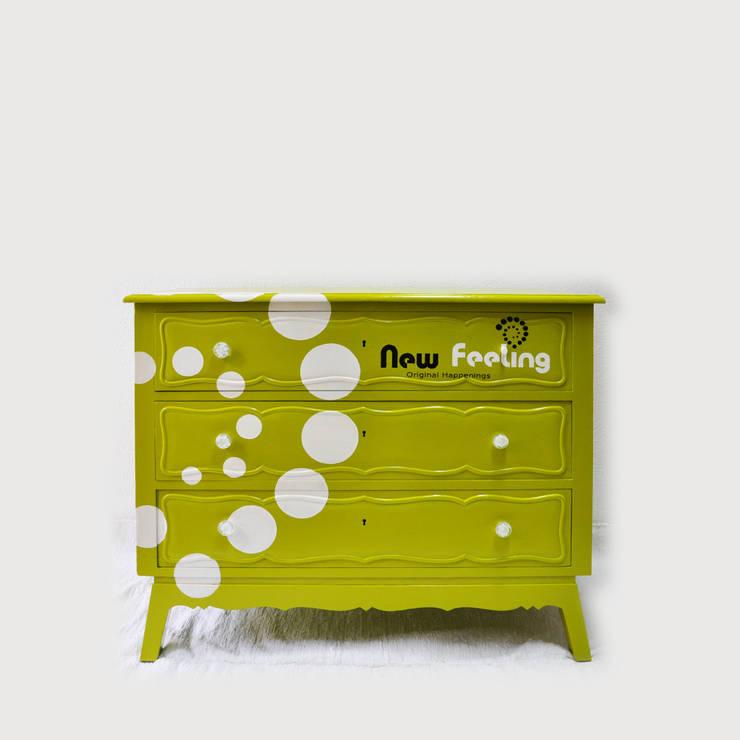 New Feeling: Escritório e loja  por IronBug Lady