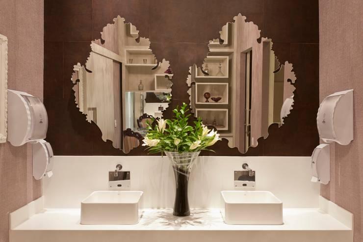 modern Bathroom تنفيذ  Adriana Fiali e Rose Corsini - FICODesign
