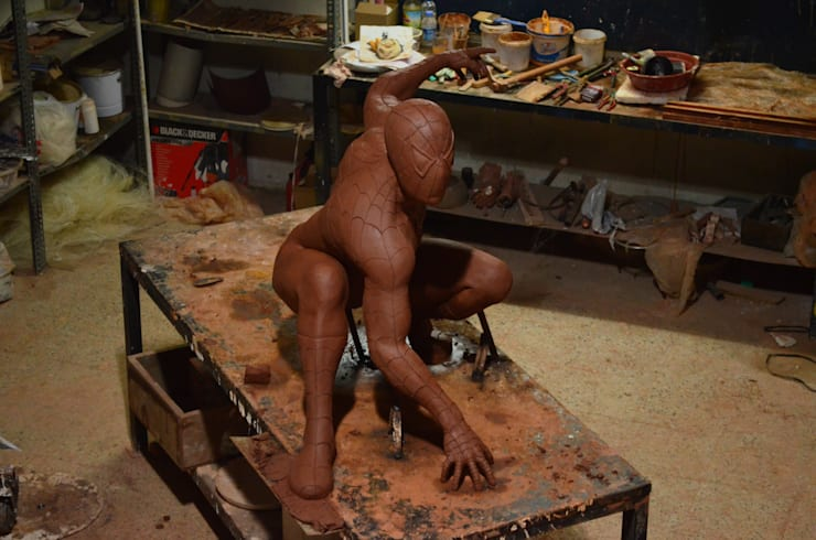 Çamur Sanat  – Örümcek adam heykeli: minimalist tarz , Minimalist
