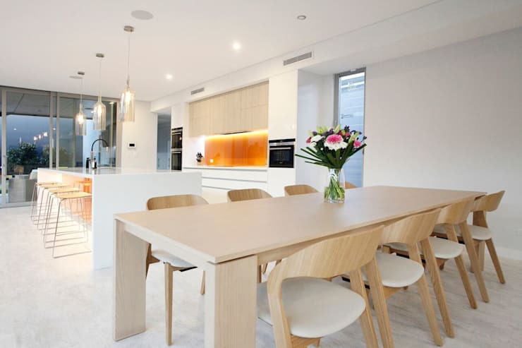 Dining room by New Home Building Brokers