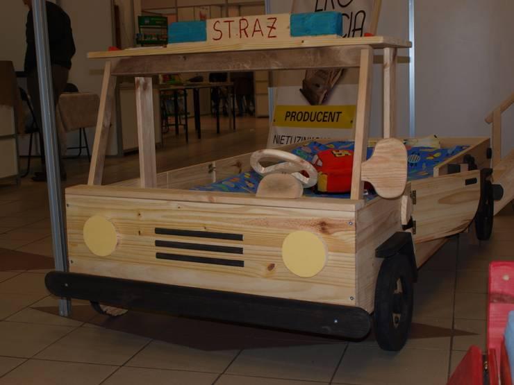 Super unikatowe łóżeczko drewniane - STRAŻ POŻARNA : styl , w kategorii Pokój dziecięcy zaprojektowany przez Eko Bracia