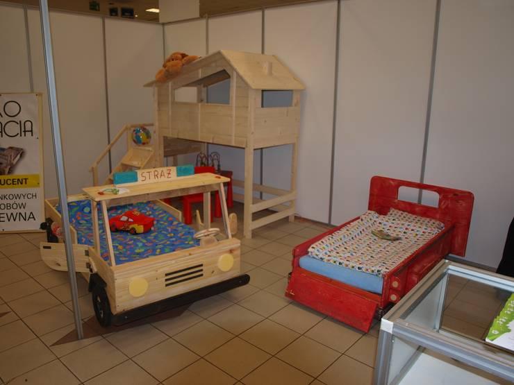 Super unikatowe łóżeczko drewniane – STRAŻ POŻARNA : styl , w kategorii Pokój dziecięcy zaprojektowany przez Eko Bracia