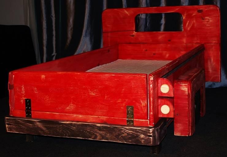Super unikatowe łóżeczko drewniane - STARY PICKUP : styl , w kategorii Pokój dziecięcy zaprojektowany przez Eko Bracia