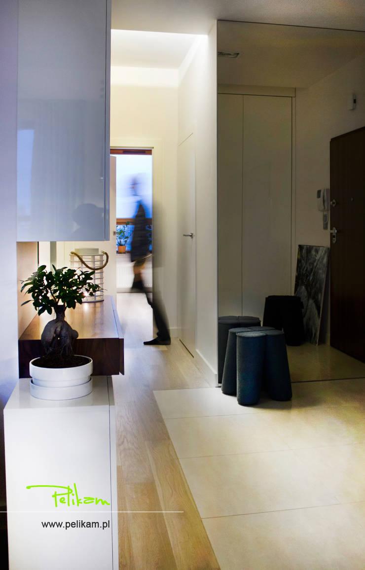 Mieszkanie w Warszawie: styl , w kategorii Korytarz, przedpokój zaprojektowany przez PELIKAM,