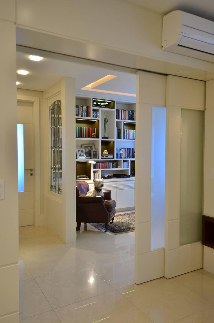 Modernizando apartamento : Escritórios  por Tania Bertolucci  de Souza  |  Arquitetos Associados,Moderno