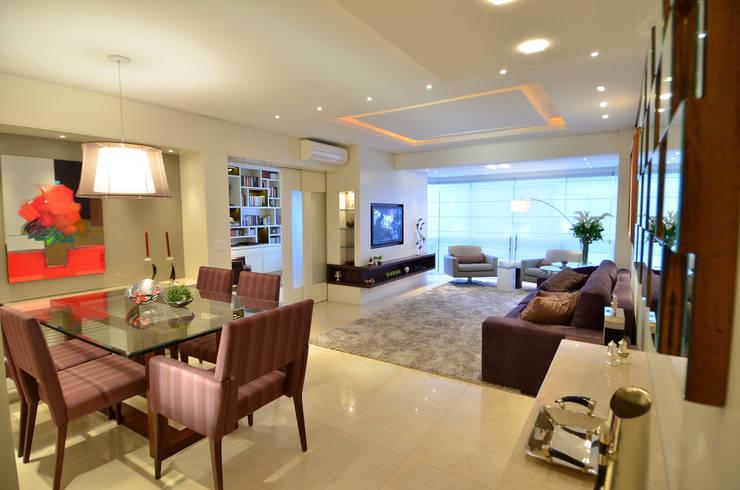 Modernizando apartamento : Salas de estar  por Tania Bertolucci  de Souza  |  Arquitetos Associados