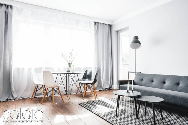 Salon de style  par Sałata-Pracownia Architektury Wnętrz,