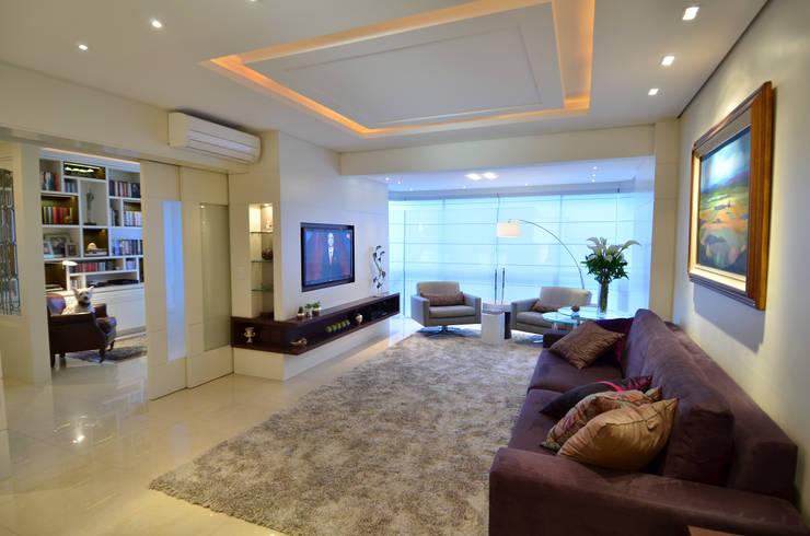 Modernizando apartamento : Salas de estar  por Tania Bertolucci  de Souza  |  Arquitetos Associados,Moderno