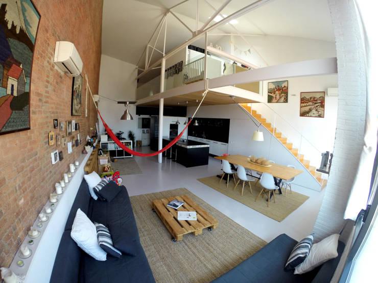 Livings de estilo industrial por SMMARQUITECTURA