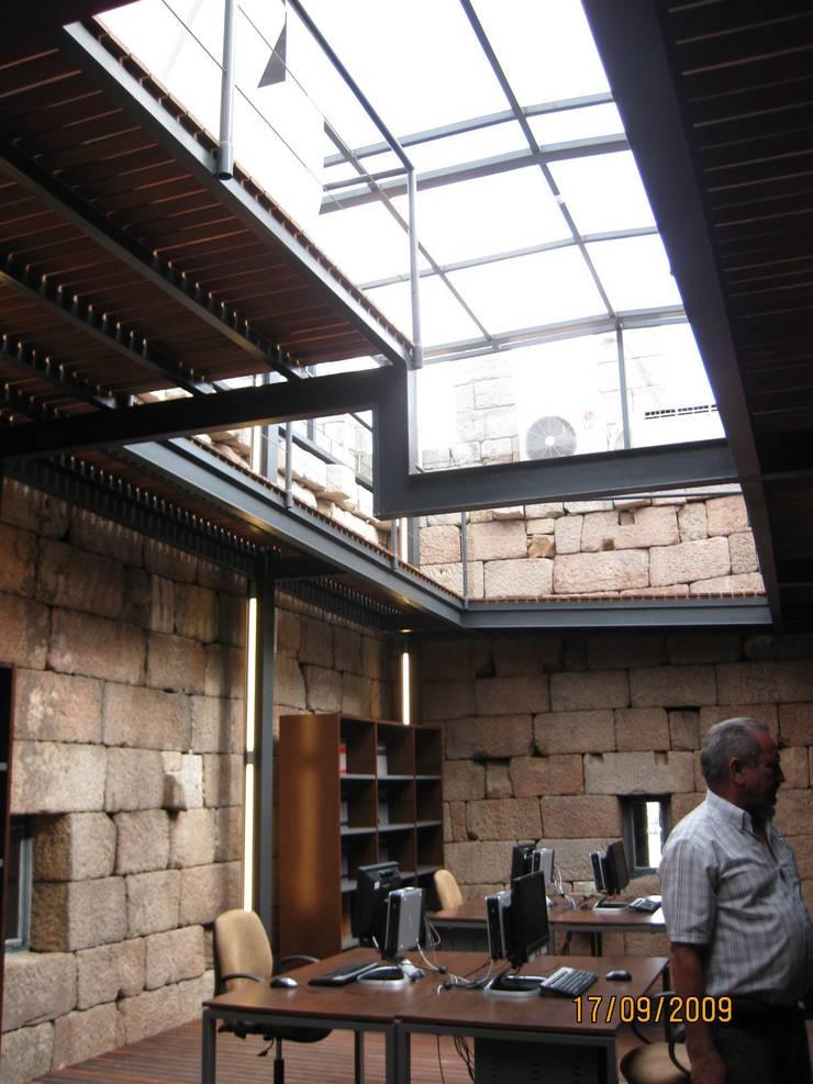 Recuperação do Castelo de Celorico da Beira 8: Casas  por ARKIVO