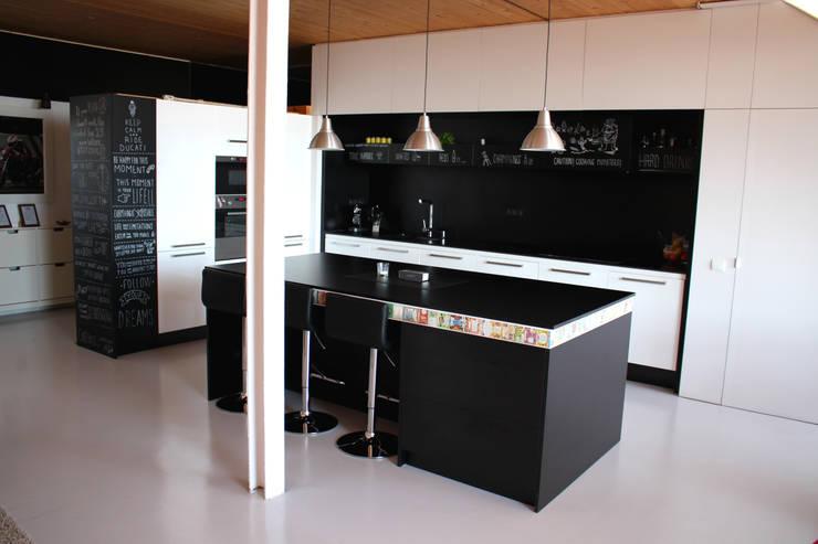 Cocinas de estilo industrial por SMMARQUITECTURA