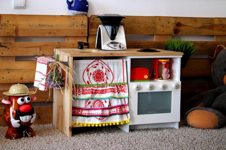 Dormitorios infantiles  de estilo  por SMMARQUITECTURA