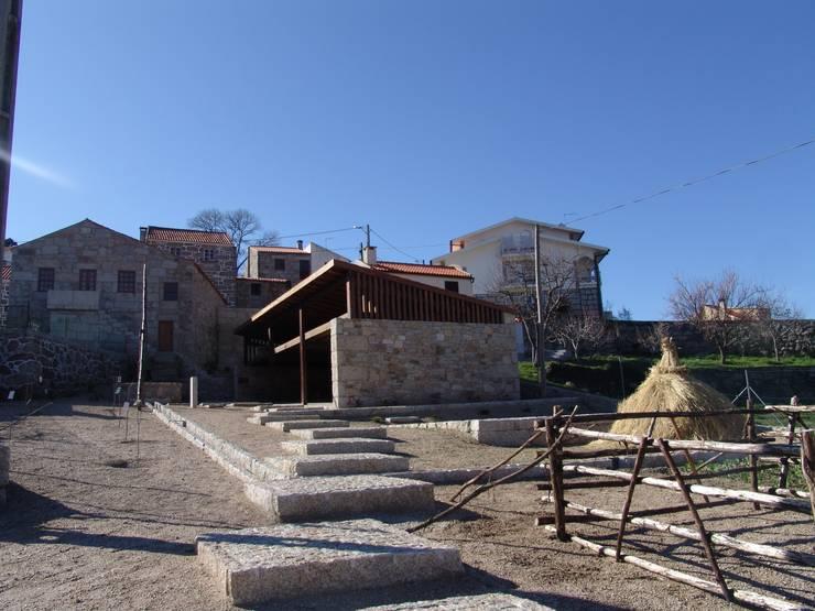 Casa do Mundo Rural de Prados 1: Casas  por ARKIVO