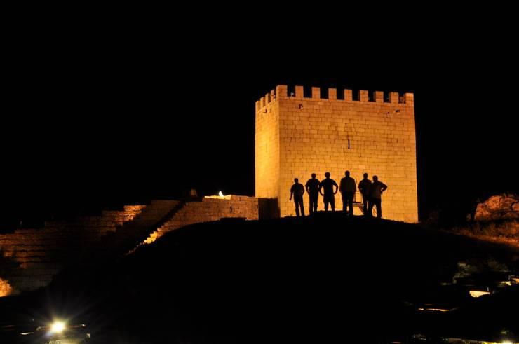 Recuperação do Castelo de Celorico da Beira 2: Casas  por ARKIVO