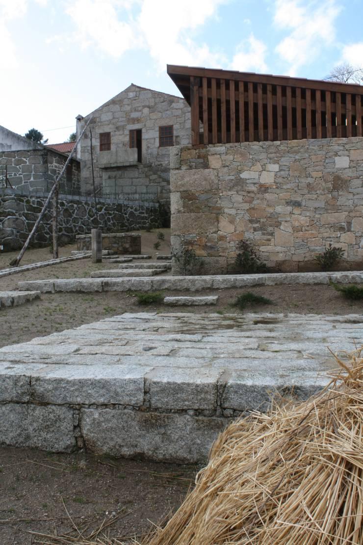 Casa do Mundo Rural de Prados 6: Casas  por ARKIVO