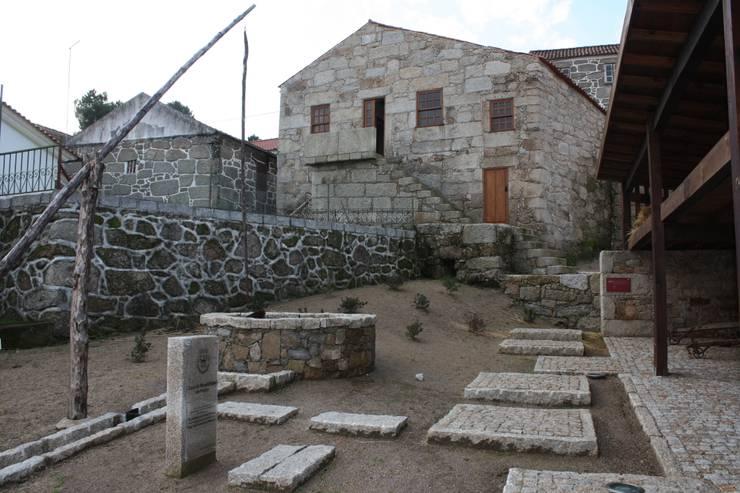 Casa do Mundo Rural de Prados 8: Casas  por ARKIVO