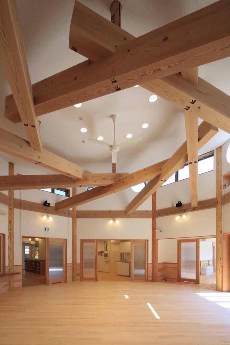 こどもきらきら園ホール全景: MK design studioが手掛けた学校です。