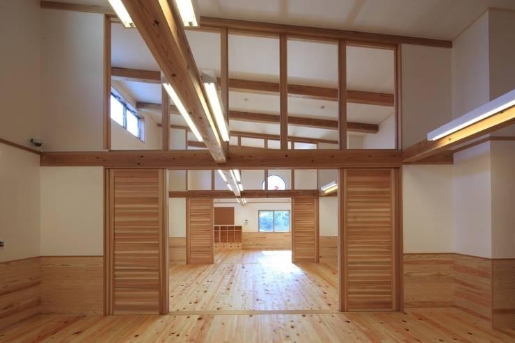 こどもきらきら園3,4,5歳児室: MK design studioが手掛けた学校です。