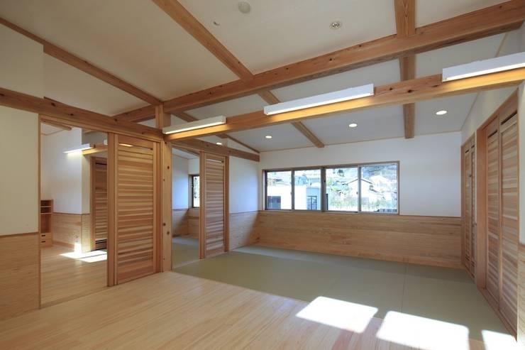 こどもきらきら園1,2歳児室: MK design studioが手掛けた学校です。