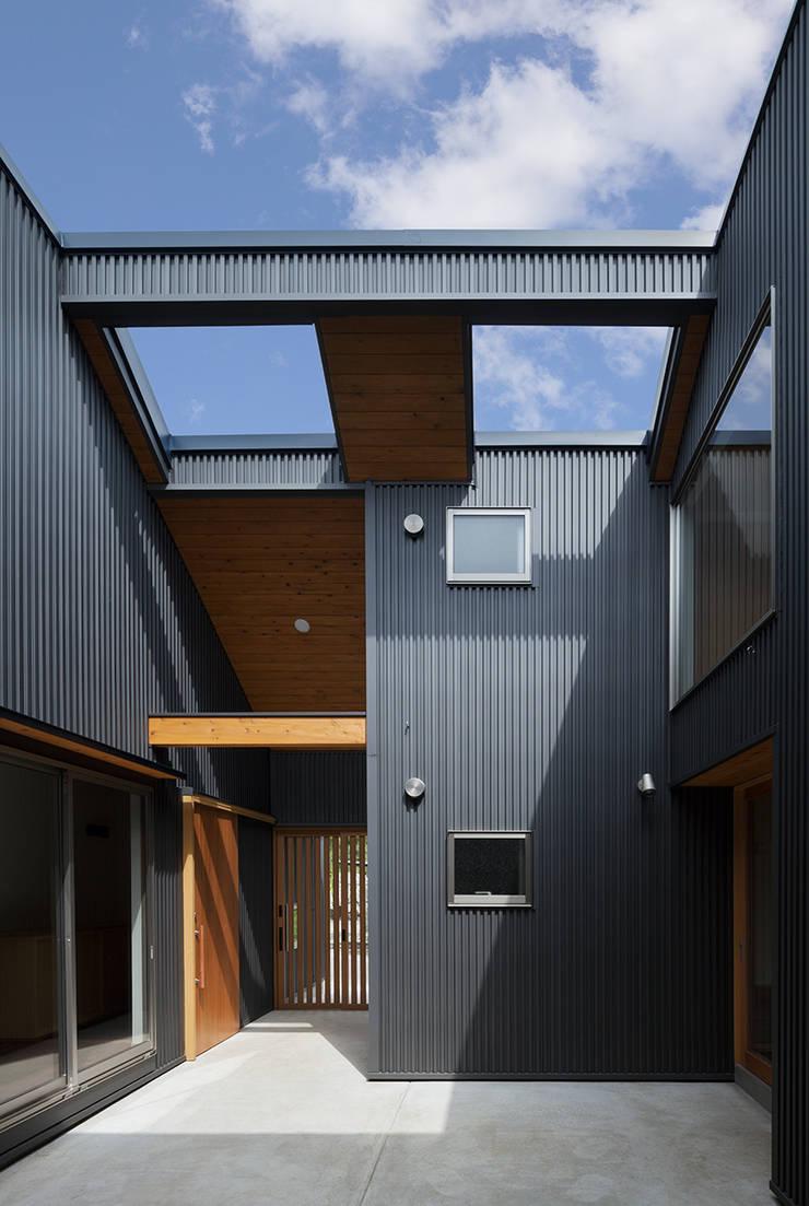 I-HOUSE: 建築デザイン工房kocochi空間が手掛けたテラス・ベランダです。,オリジナル