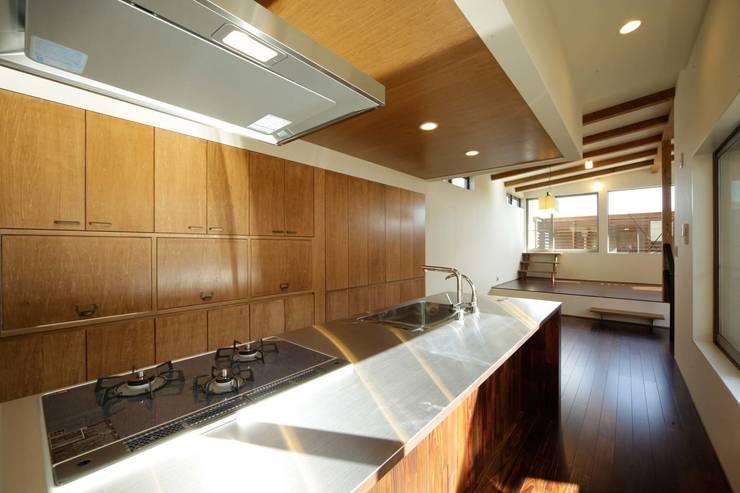 Cuisine de style  par 建築デザイン工房kocochi空間, Moderne