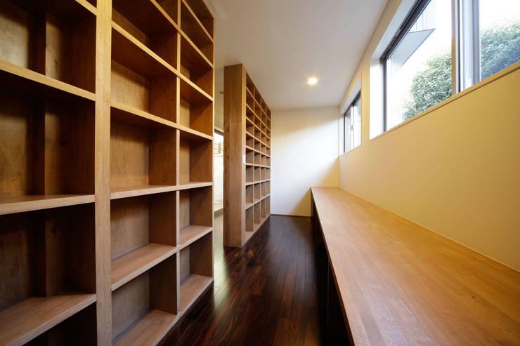 Bureau de style  par 建築デザイン工房kocochi空間, Moderne