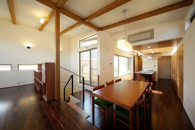 Salle à manger de style  par 建築デザイン工房kocochi空間, Moderne