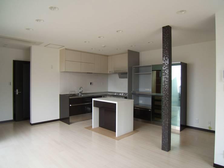 Kitchen by OSM建築設計事務所