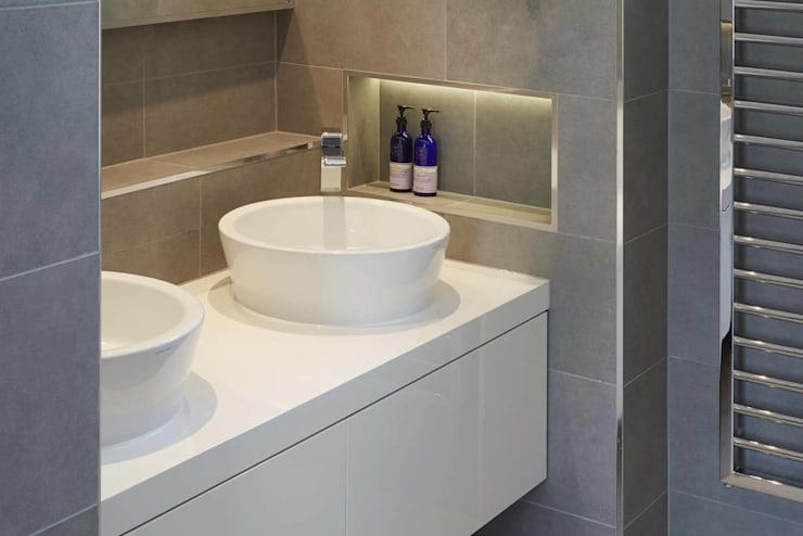 Eagle Lane:  Bathroom by Clear Architects